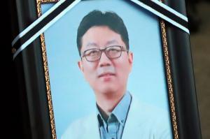 마음의 병을 고치고 '세상의 배경'이 된 의사